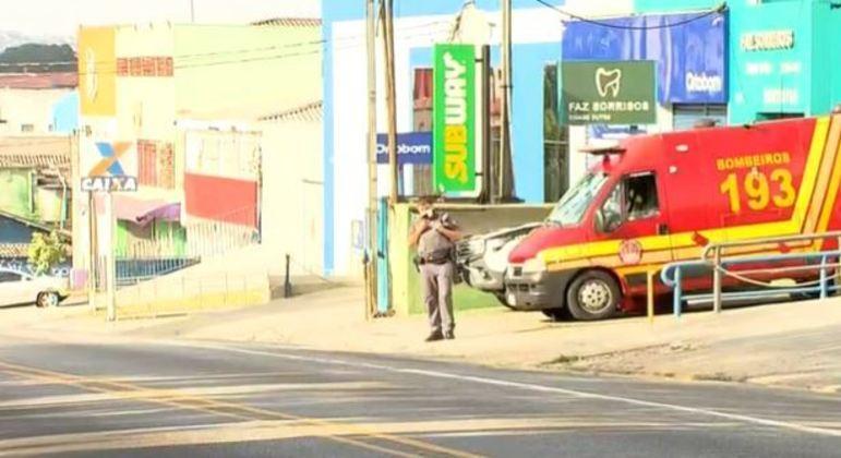Suspeitos tentam roubar agência da Caixa e abandonam explosivos na zona sul de SP