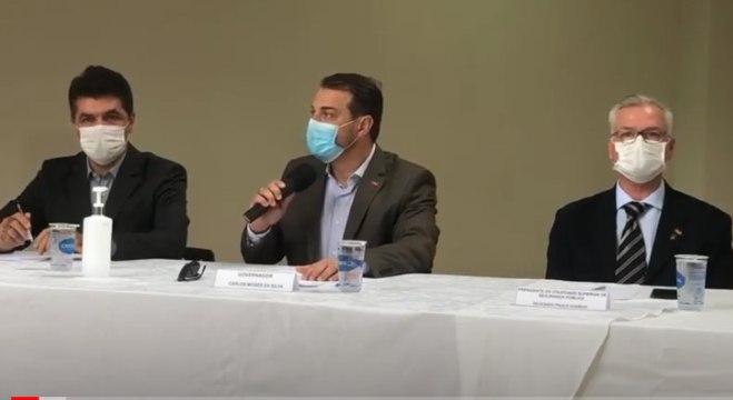 Governador de SC, Carlos Moisés (centro), fala sobre assalto a banco em Criciúma