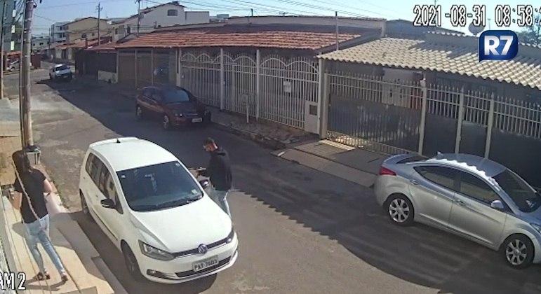 Moradora do Guará teve o carro roubado na porta de casa em plena luz do dia