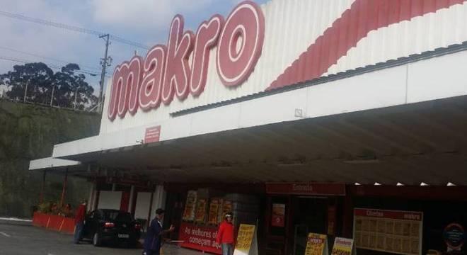 Loja da rede Makro sofreu tentativa de roubo nesta terça-feira (31)