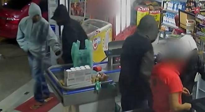GMC esperou momento de distração dos suspeitos e reagiu ao roubo