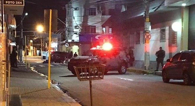 Cerca de 20 homens tentaram assaltar agências bancárias na cidade