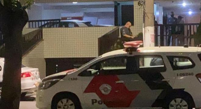 Mulher foi mantida refém por homem que invadiu prédio em  Santos