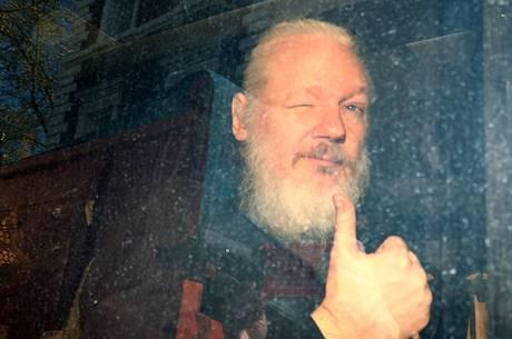 Assange é indiciado por 17 infrações nos EUA