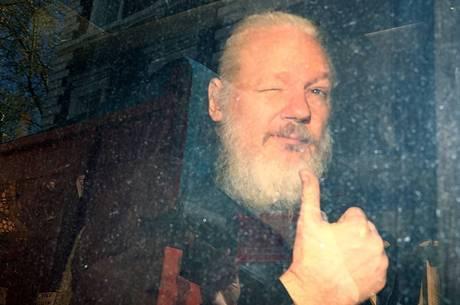 Assange pode pegar pena de 175 anos de prisão