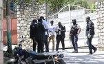 Membros daDireção Central da Polícia Judiciária haitiana, liderados pelo juiz Carl Henry Celestin, também se reuniram no local do assassinato