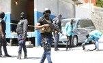 Policiais haitianos realizam buscas para encontrar os responsáveis pelo assassinato do presidente Jovenel Moise, que aconteceu nesta quarta-feira (7) em Porto Príncipe, capital do Haiti