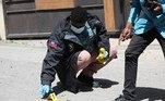 Peritos criminais analisam balas encontradas próximas ao local do assassinato de Jovenel Moise, presidente do Haiti