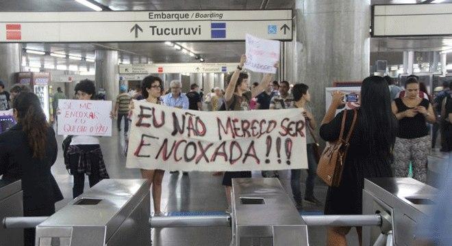 Manifestação de mulheres contra o assédio no Metrô de São Paulo