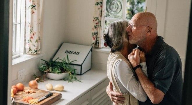 Assim como nossos pensamentos, emoções e comportamentos, o amor depende de uma interação complexa de mecanismos neurais