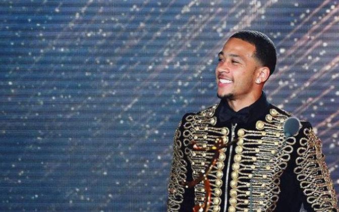 Assim como o holandês Memphis Depay, que joga no Lyon, que também gosta de usar roupas caras em eventos e aparece com frequência em suas rede usando roupas de marca