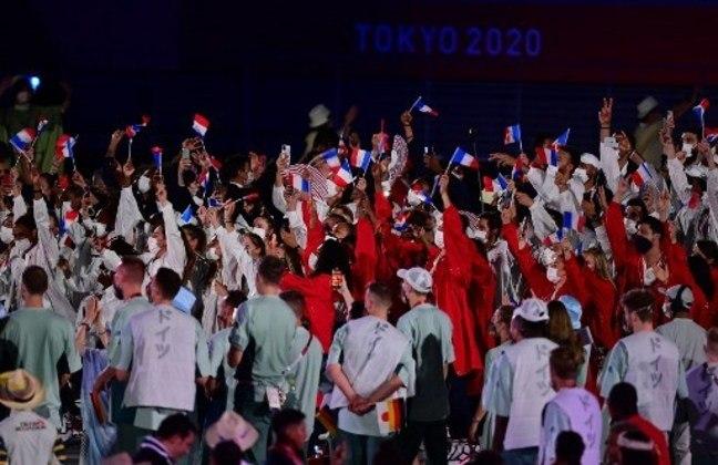Assim como os Estados Unidos, a França também desfilou com uma grande equipe. O país foi o penúltimo a desfilar. A cidade de Paris será a sede dos próximos Jogos Olímpicos, em 2024.