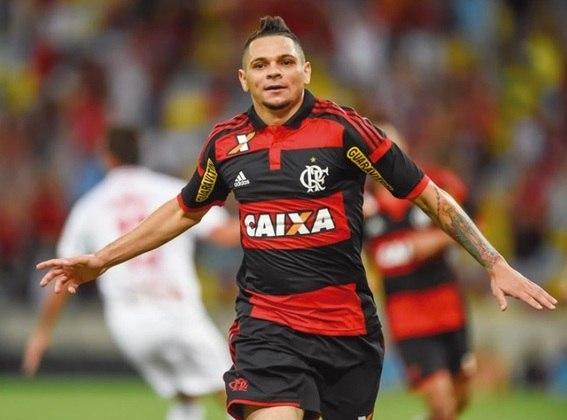 Assim como Renê, Pará não se destacou como lateral do clube pela habilidade, mas sim pela regularidade e por conquistar muitos títulos com o Mengão. É de São João do Araguaia, no Pará.