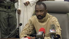 Presidente interino do Mali sofre ataque com faca