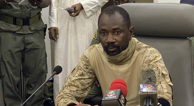Presidente interino do Mali foi atacado durante ritual muçulmano