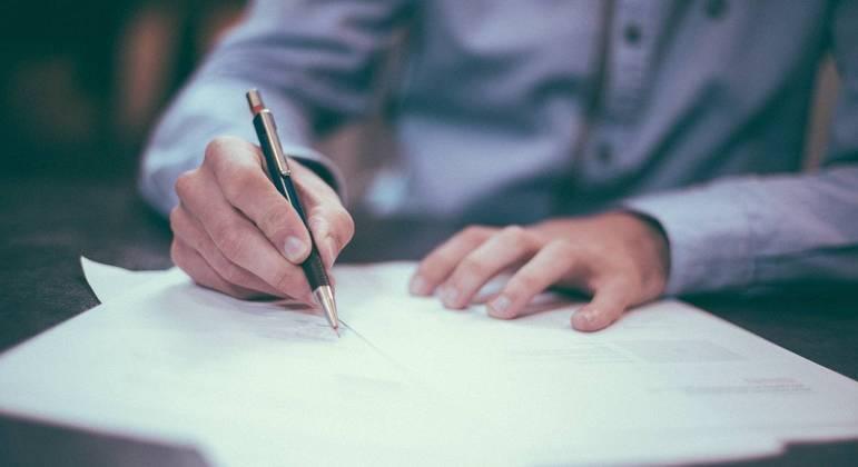 Estudantes devem ler atentamente o contrato das universidades particulares