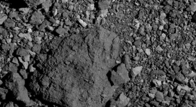 Asteroide Bennu pela visto câmera da sonda OSIRIS-REx