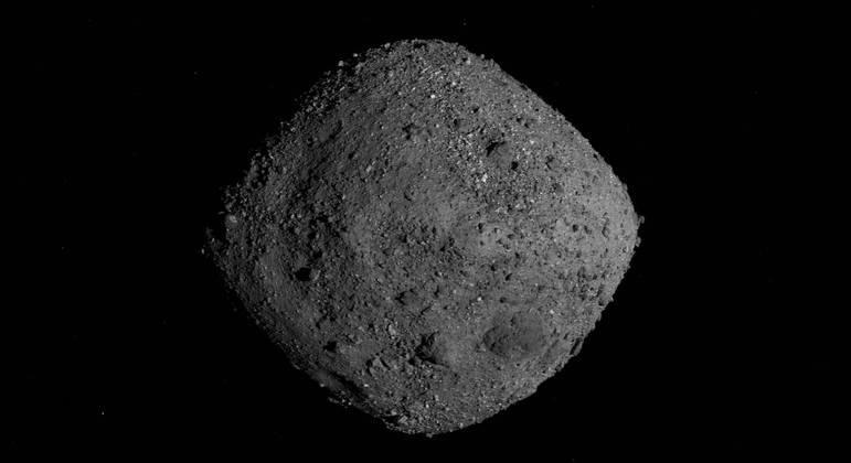 As simulações foram feitas com o asteroide Bennu, que está orbitando o Sol