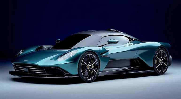 Apresentado no Salão de Genebra, a Aston Martin enfim trouxe para a linha de produção o superesportivo Valhalla