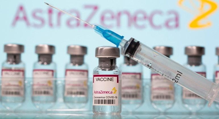 Até o momento não foi estabelecido nenhum vínculo entre a vacina do laboratório e a trombose