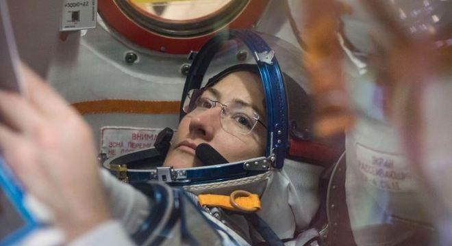 Christina Koch baterá o recorde feminino de permanência no espaço