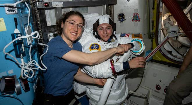As astronautas norte-americanas Christina Koch e Jessica Meir