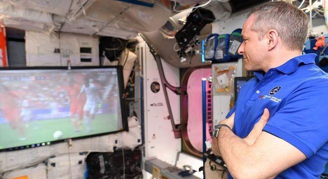 David Saint-Jacques compartilho a experiência espacial pelas redes sociais