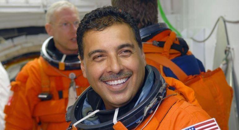 Ex-astronauta diz para crianças nunca desistirem dos seus sonhos