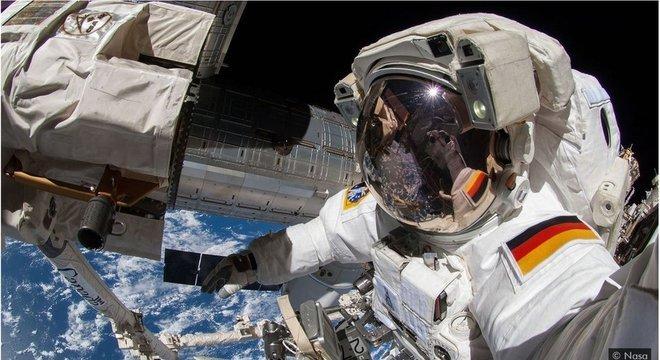 Substituir as baterias dos satélites ou da Estação Espacial Internacional não é uma tarefa fácil, então células de armazenamento de energia mais duradouras seriam uma vantagem