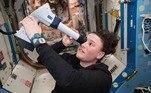 Exames fazem parte da rotina, e a astronautaSerena Auñón-Chancellor fez um exame ótico remoto enquanto está no espaço, e teve orientação de médicos na Terra. A doutora participou de pesquisas nas áreas da biologia, biotecnologia e física na Estação