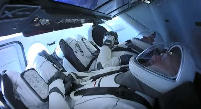 Os astronautas Robert Behnken e Douglas Hurley durante o lançamento em maio