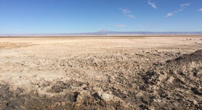 O Salar do Atacama cobre uma área de 3 mil quilômetros quadrados