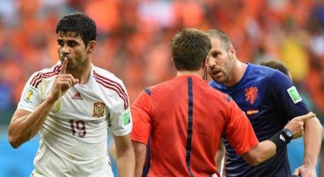 Atacante do Atlético de Madri, Diego Costa optou por se naturalizar espanhol perto da Copa do Mundo de 2014. O jogador chegou a defender o Brasil, mas apenas em amistosos. Na Fúria, marcou 10 gols, em 24 partidas disputadas. (Reprodução)