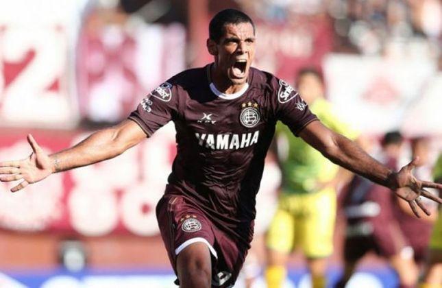 Atacante: José Sand - Idade: 41 anos - Clube: Lanus