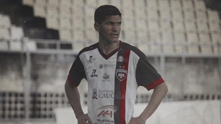 Atacante: Magno Alves - Idade: 45 anos - Clube: Caucaia