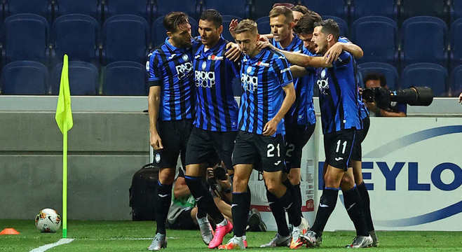 A celebração de um dos 87 tentos da Atalanta no Campeonato
