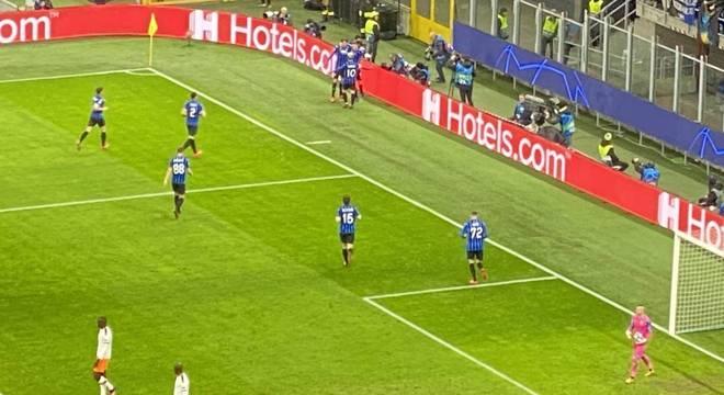 A festa pelo primeiro gol da Atalanta