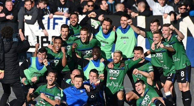 A euforia do elenco da Atalanta pelos 5 X 0 sobre o Milan