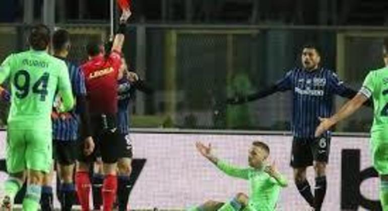 Apesar da expulsão de Palomino, a Atalanta passou pela Lazio