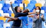 No jogo que abriu a quarta rodada do Campeonato Italiano, o Napoli não tomou conhecimento da Atalanta, sensação do futebol europeu na última temporada, e venceu o time de Bérgamo por 4 a 1, em casa. Com quatro gols no primeiro tempo, o time de Gennaro Gattuso soma três importantes pontos