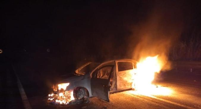 Entre 22 automóveis identificados e localizados, vários foram queimados