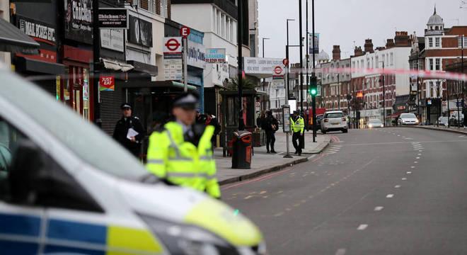 A área continua isolada e com o trânsito bloqueado por uma forte presença policial