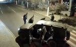 Além das agências bancárias, um posto policial também foi metralhado pelos criminosos. Não há informação se alguém foi preso ou ficou ferido. Segundo a polícia, o grupo agiu até mesmo com drones, que sobrevoaram a cidade, para monitorar a movimentação das equipes