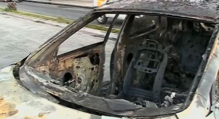 Grupo armado incendeia veículos em assalto a fábrica de joias em Jarinu