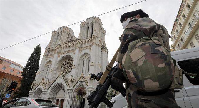 França pode aprovar lei contra islamismo radical após ataques