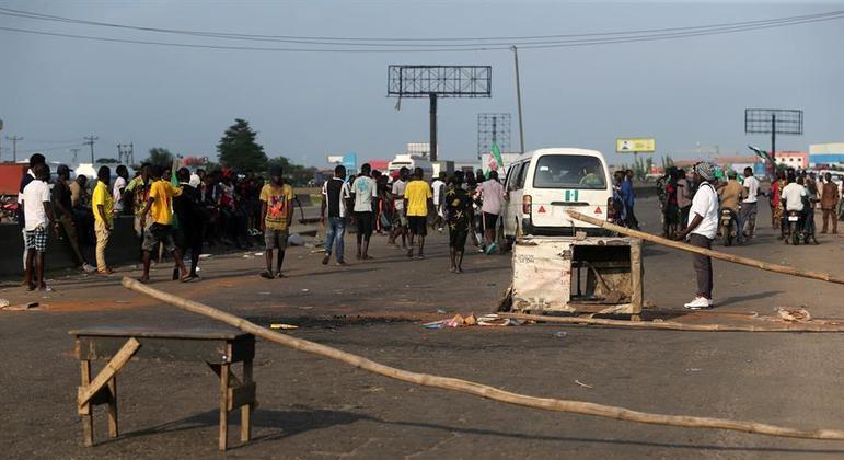 Homens dispararam tiros e atearam fogo em casas da aldeia de Madamai