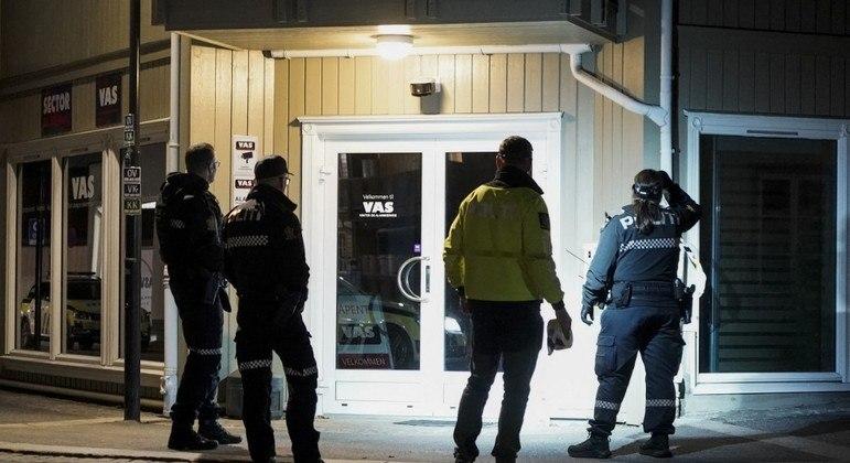 Homem que usou arco e flecha para atacar pessoas na Noruega foi preso pela Polícia