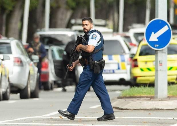 Um ataque contra uma mesquita e um centro islâmico deixou ao menos 49 pessoas mortas e vários feridos, nesta sexta-feira (15), na localidade deChristchurch, na Nova Zelândia. Até o momento, ao menos quatro pessoas foram presas, suspeitas de participação no ataque terrorista