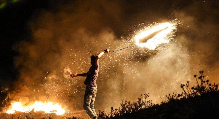 Israel realizou ataques aéreos após ser alvo de balões incendiários do enclave palestino