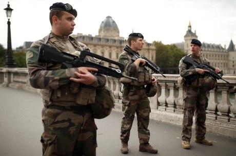 Ataque a faca ocorreu na sede da polícia de Paris